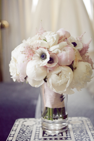 Southern-weddings-anemone-bouquet1